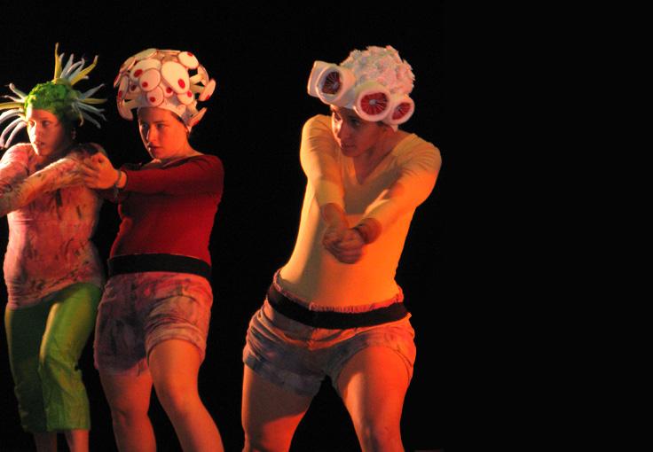Portfolio-Customs on stage - Dance group